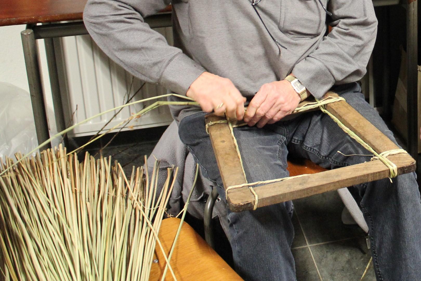 Cursussen oude ambachten bij Onstwedder Gaarv'n: stoelen matten.