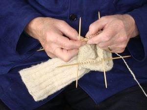 Stoffen en kledij: knoffelen bij Onstwedder Gaarv'n.